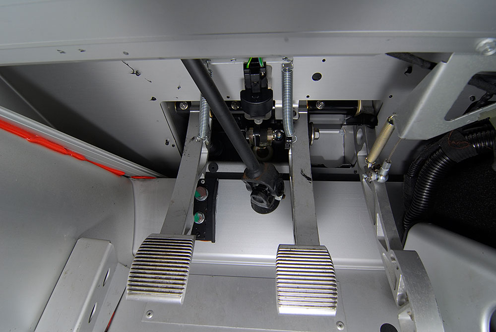 Apirazione Elise 111R model year '06 162218d1299282990-help-clutch-pedal-dropped-bits-2005-elise-pedal-box-2011-03-mar-04-_dsc6125