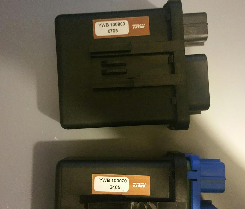 Lotus Elise Exige B117M0038F Fan control module relay.