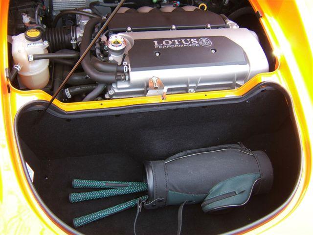 Umberto Sanna prova la Lotus Elise S MY 2013  131388d1251088220-what-can-fit-trunk-elise-abfm.09-024