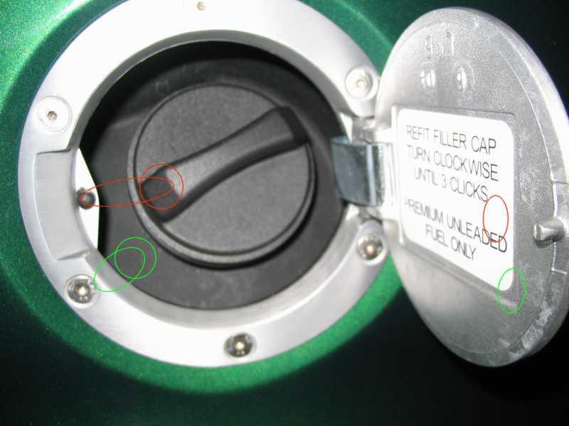 Dopo mesi di latitanza..ecco la mia 111R :) - Pagina 5 10546d1113592919-locking-gas-cap-fuel-door