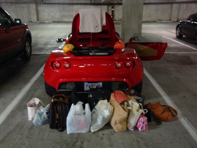 Umberto Sanna prova la Lotus Elise S MY 2013  131371d1251070726-what-can-fit-trunk-elise-log29-027