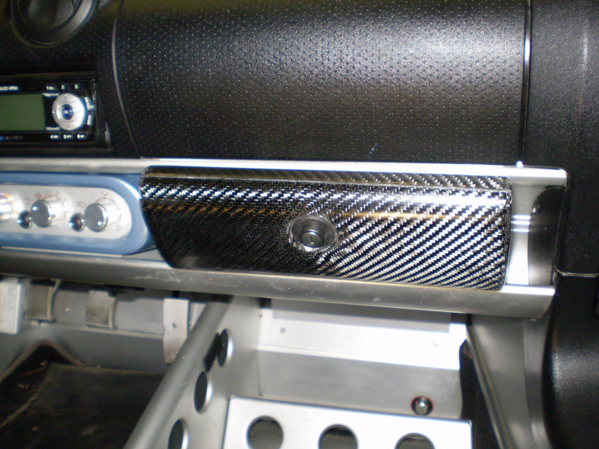 Name:  new carbon glove box 027.jpg Views: 932 Size:  400.1 KB