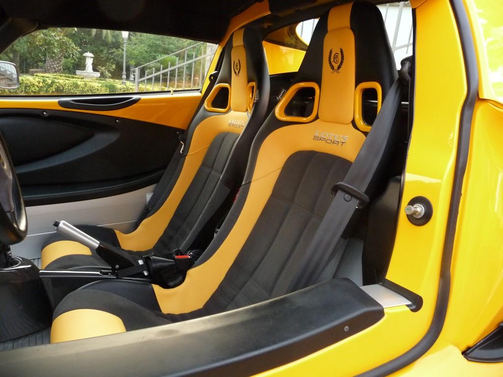 Poggiatesta Exige 128414d1248439928-lotus-trimshop-custom-interiors-sedili2