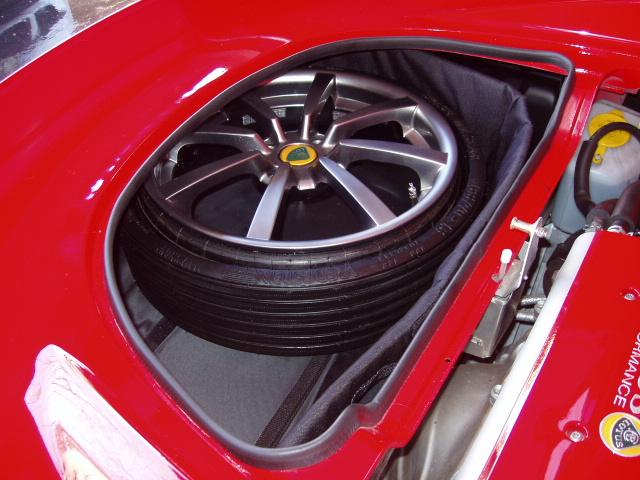 Umberto Sanna prova la Lotus Elise S MY 2013  136496d1255876354-spare-tire-cover-elise-spare-9